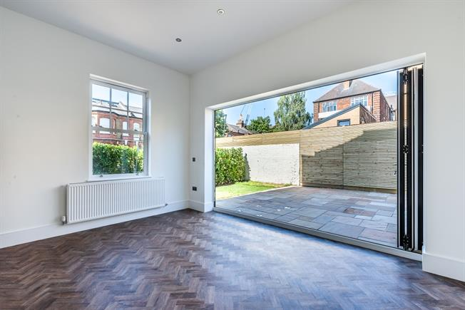 £4,000 per Calendar Month, 5 Bedroom House To Rent in London, SW2
