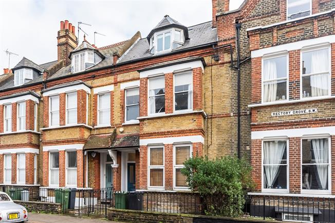 £2,708  per Calendar Month (Calculated), 2 Bedroom Flat To Rent in London, SW4