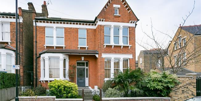 £2,200 per Calendar Month, 3 Bedroom Flat To Rent in London, SE24