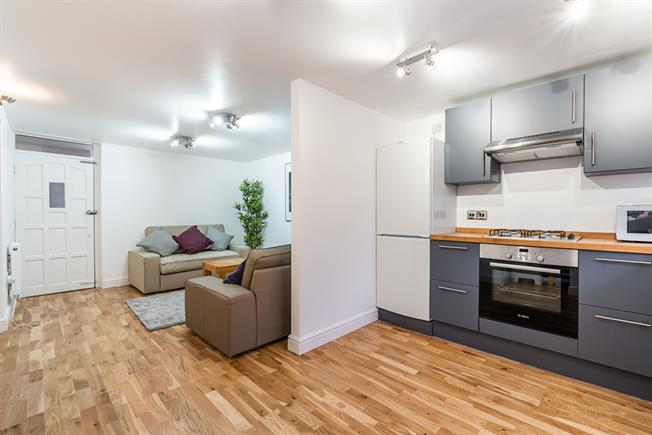 £4,200 per Calendar Month, 6 Bedroom Town House To Rent in London, SE24