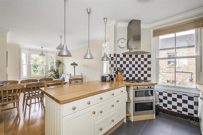 £2,550 per Calendar Month, 3 Bedroom Maisonette To Rent in London, SE21