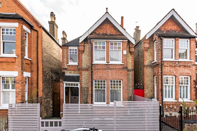 £2,300 per Calendar Month, 4 Bedroom Detached House To Rent in London, SE27