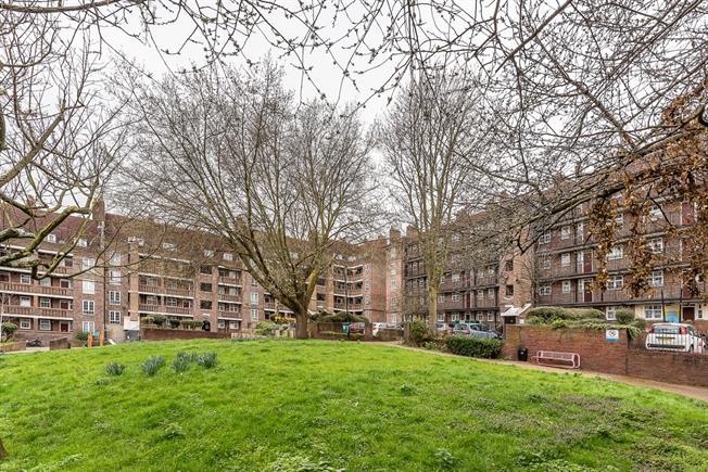 £1,100 per Calendar Month, 1 Bedroom Flat To Rent in London, SE22