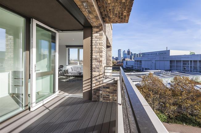 £1,850 per Calendar Month, 1 Bedroom Flat To Rent in London, SE16