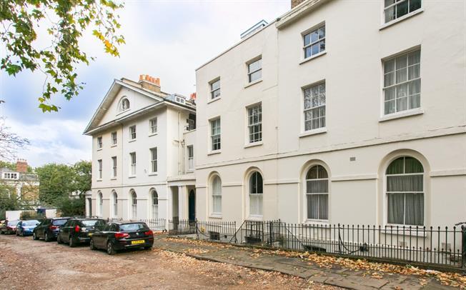 £2,200 per Calendar Month, 2 Bedroom Flat To Rent in London, SE5