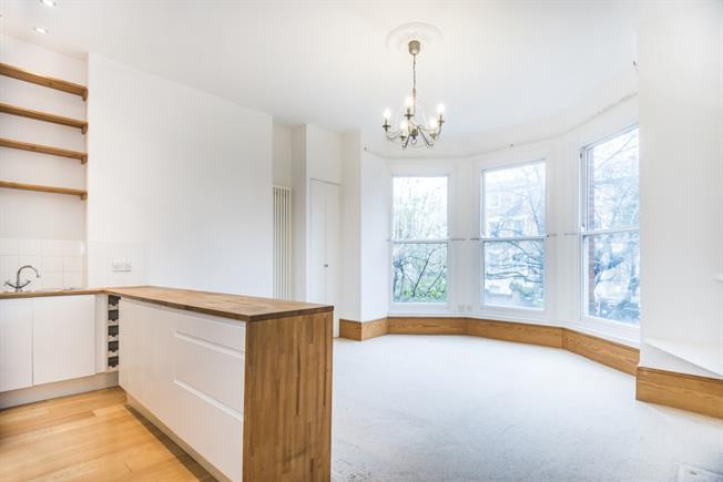 £2,000 per Calendar Month, 2 Bedroom Flat To Rent in London, SE24