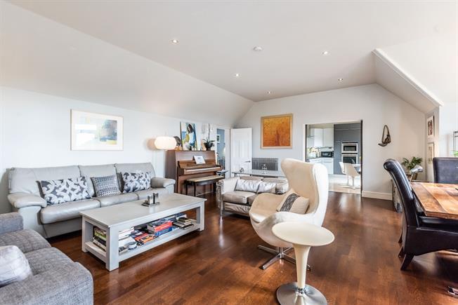 £1,900 per Calendar Month, 2 Bedroom Flat To Rent in London, SE26