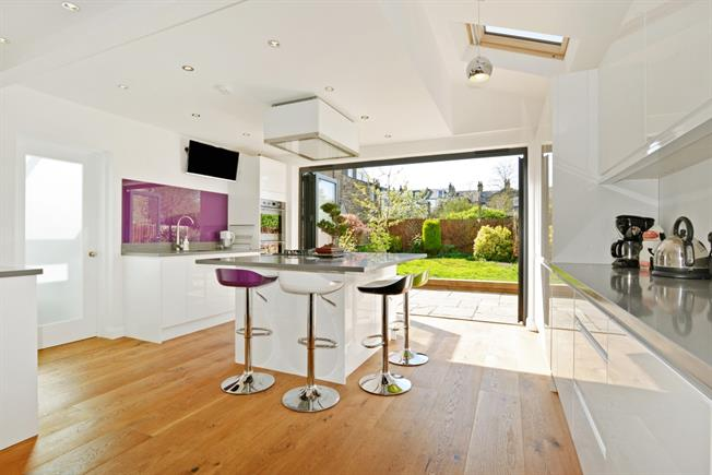£4,250 per Calendar Month, 4 Bedroom Terraced House To Rent in London, SE22