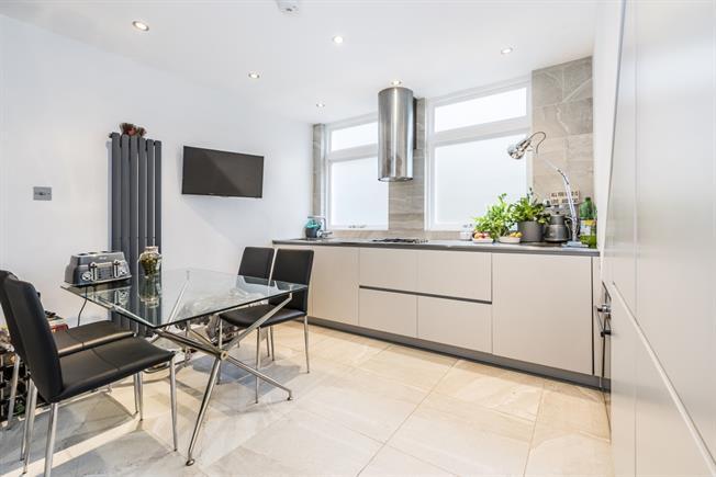 £1,850 per Calendar Month, 2 Bedroom Flat To Rent in London, SE21