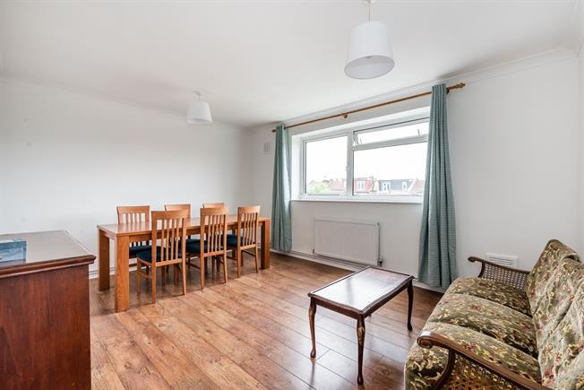 £1,400 per Calendar Month, 2 Bedroom Flat To Rent in London, SE23