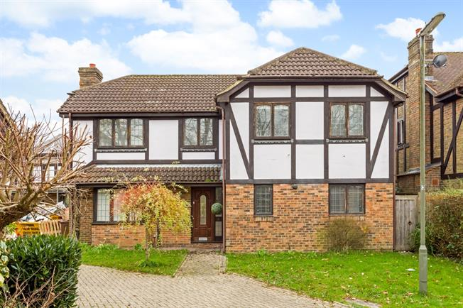 £2,200 per Calendar Month, 4 Bedroom Detached House To Rent in Tadworth, KT20