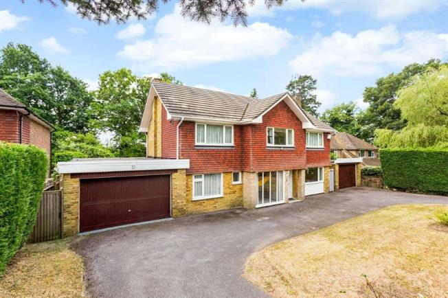 £2,600 per Calendar Month, 4 Bedroom Detached House To Rent in Kingswood, KT20