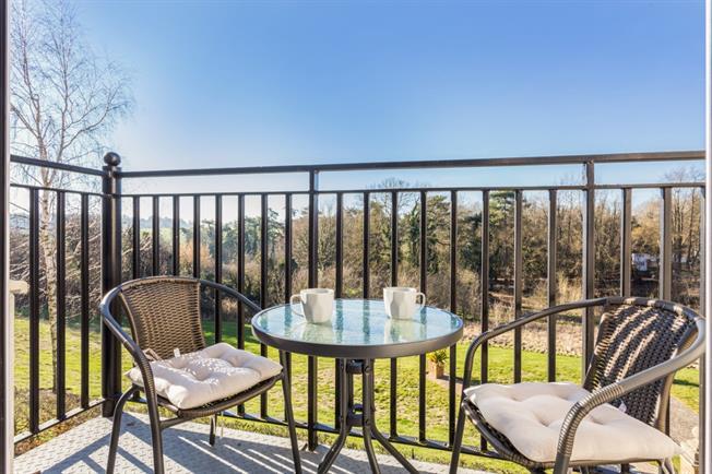 £1,800 per Calendar Month, 3 Bedroom Apartment To Rent in Banstead, SM7