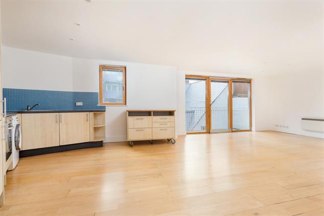 £1,200 per Calendar Month, 2 Bedroom Flat To Rent in Epsom, KT19