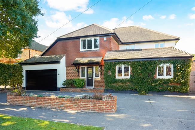 £4,000 per Calendar Month, 5 Bedroom Detached House To Rent in Ashtead, KT21