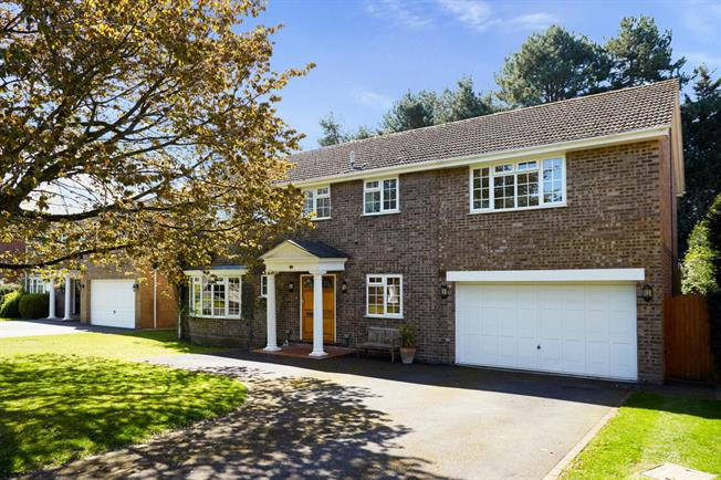 £5,000 per Calendar Month, 6 Bedroom Detached House To Rent in Cobham, KT11