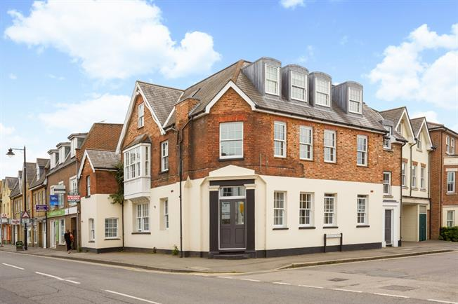 £1,350 per Calendar Month, 2 Bedroom Apartment To Rent in East Molesey, KT8