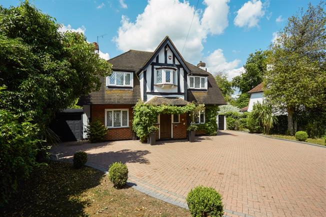 £3,000 per Calendar Month, 4 Bedroom Detached House To Rent in Epsom, KT17