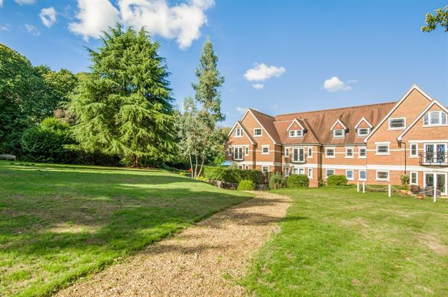 £2,250 per Calendar Month, 2 Bedroom Apartment To Rent in Esher, KT10