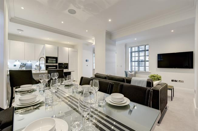 £4,788  per Calendar Month (Calculated), 2 Bedroom Flat To Rent in London, W6