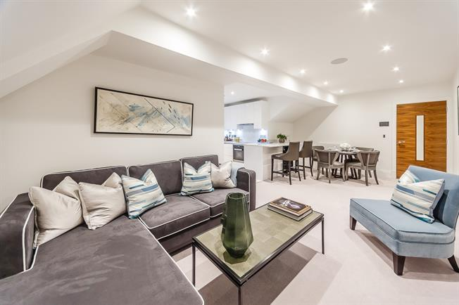 £5,169  per Calendar Month (Calculated), 2 Bedroom Apartment To Rent in London, W6