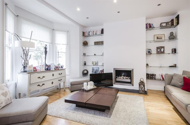 £3,900  per Calendar Month (Calculated), 4 Bedroom Terraced House To Rent in London, SW6