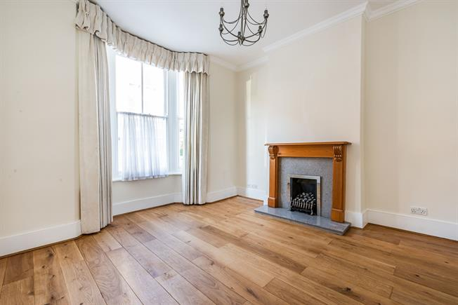 £2,578  per Calendar Month (Calculated), 3 Bedroom Terraced House To Rent in London, SW6