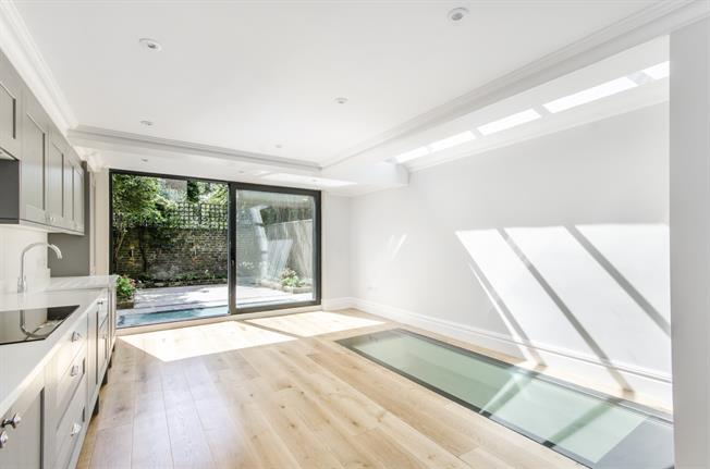 £6,998  per Calendar Month (Calculated), 5 Bedroom End of Terrace House To Rent in London, SW6