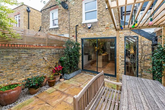 £5,499  per Calendar Month (Calculated), 4 Bedroom House To Rent in London, SW6