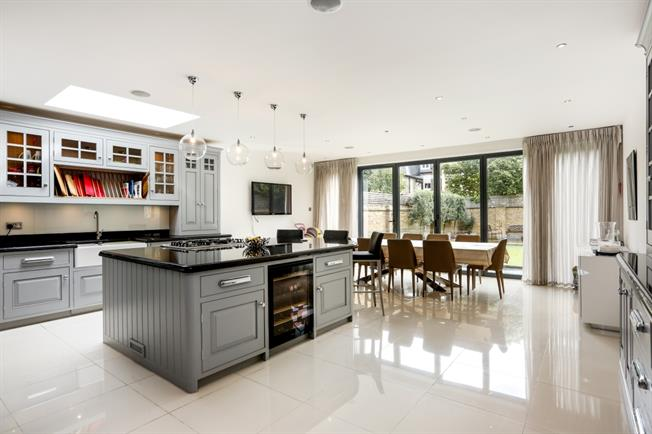 £10,833  per Calendar Month (Calculated), 6 Bedroom Terraced House To Rent in London, SW6