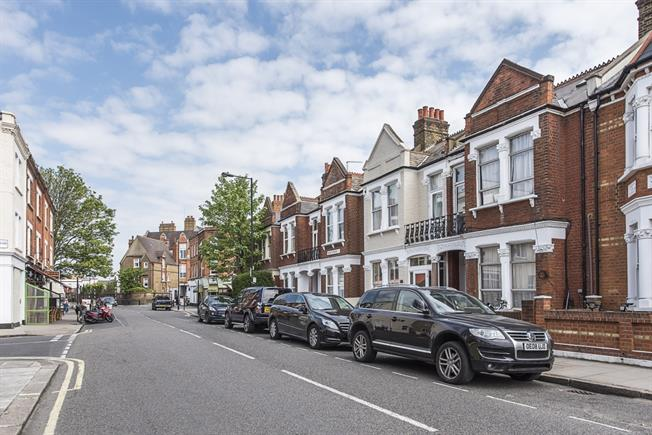 £1,408  per Calendar Month (Calculated), 1 Bedroom Maisonette To Rent in London, SW6