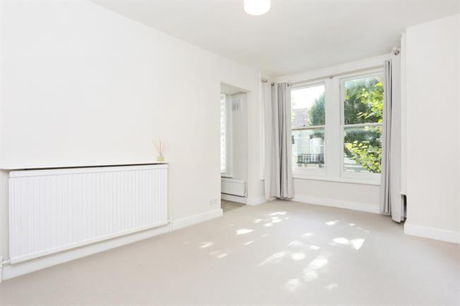£1,668  per Calendar Month (Calculated), 1 Bedroom Flat To Rent in London, SW6