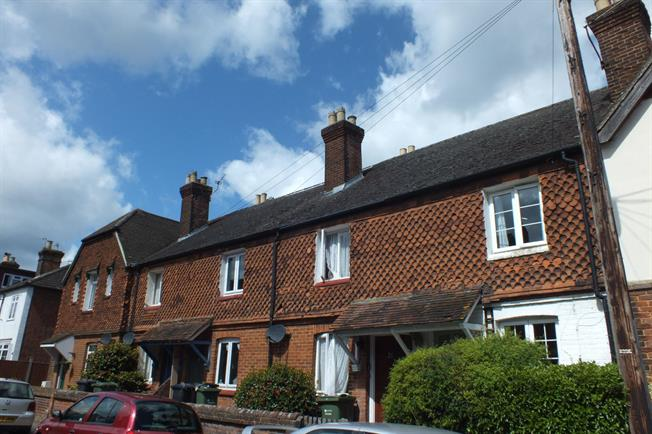 £1,025 per Calendar Month, 2 Bedroom Cottage House To Rent in Guildford, GU1