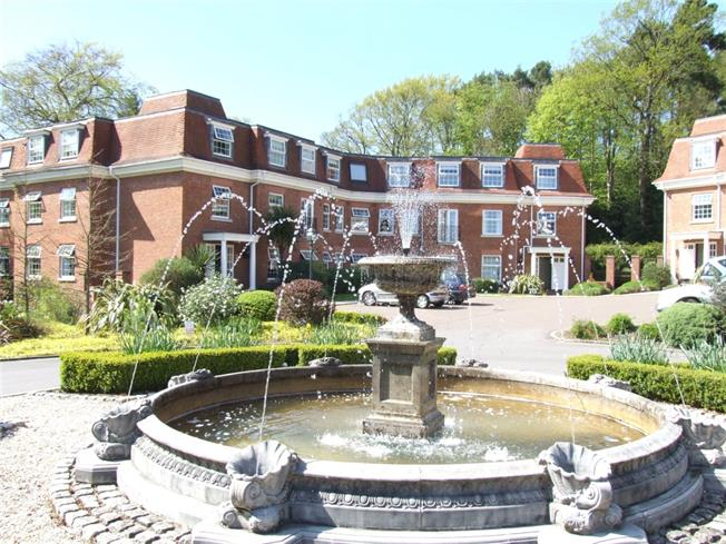 £950 per Calendar Month, 2 Bedroom Apartment To Rent in Haslemere, GU27