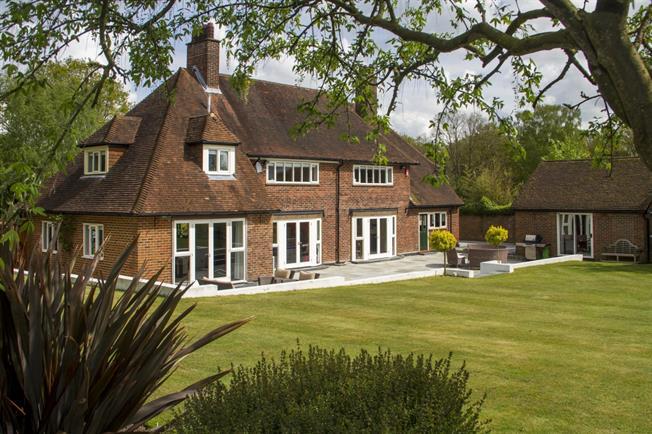 £4,950 per Calendar Month, 5 Bedroom Detached House To Rent in Woking, Surrey, GU22