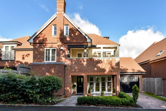 £3,750 per Calendar Month, 5 Bedroom Detached House To Rent in Guildford, GU1