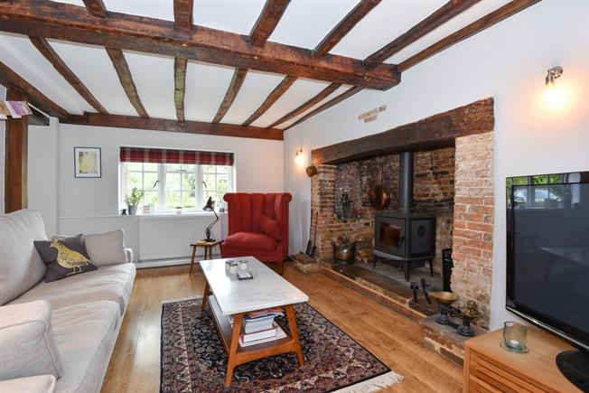 £1,500 per Calendar Month, 2 Bedroom Semi Detached House To Rent in Haslemere, GU27