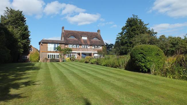 £3,950 per Calendar Month, 5 Bedroom Detached House To Rent in Mickleham, RH5