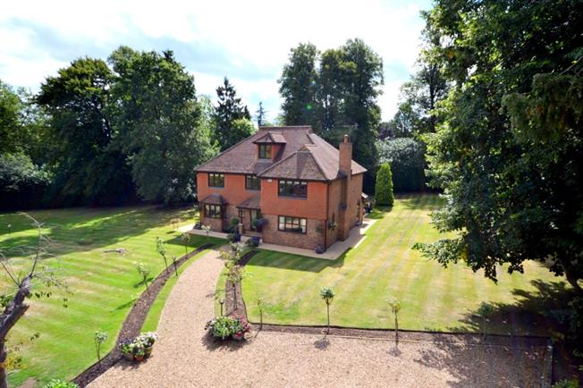 £3,750 per Calendar Month, 5 Bedroom Detached House To Rent in Woking, GU22