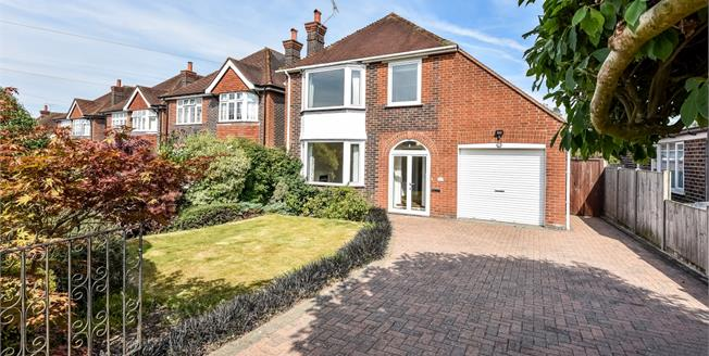 £2,350 per Calendar Month, 3 Bedroom Detached House To Rent in Guildford, GU2