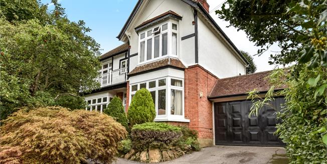 £2,200 per Calendar Month, 5 Bedroom Detached House To Rent in Woking, GU22