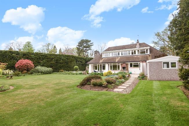 £3,500 per Calendar Month, 3 Bedroom Detached House To Rent in Woking, GU22