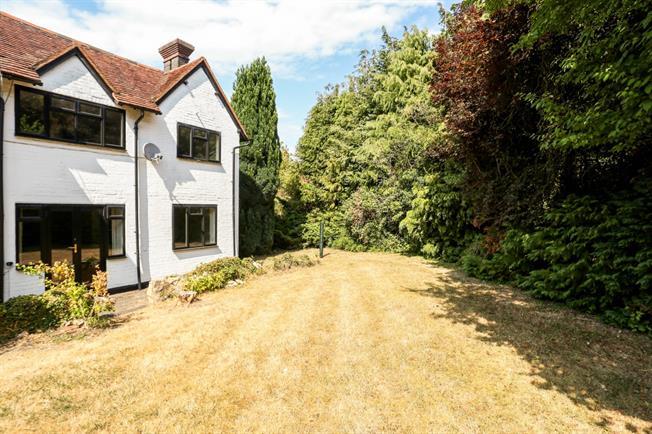 £1,650 per Calendar Month, 3 Bedroom Semi Detached House To Rent in Guildford, GU4