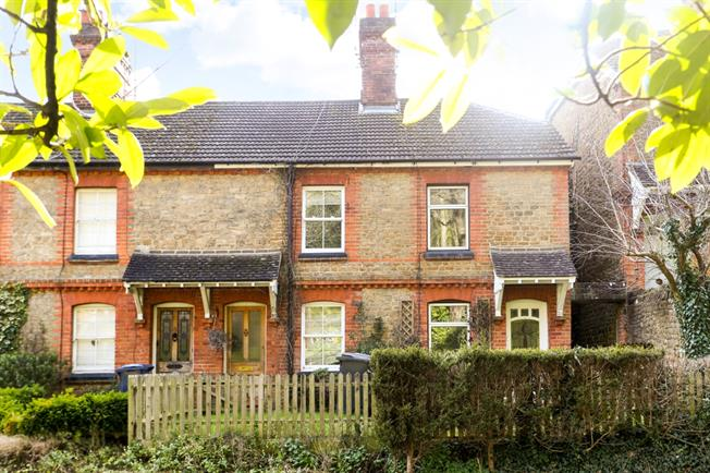 £1,250 per Calendar Month, 2 Bedroom Cottage House To Rent in Godalming, GU7