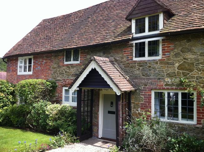 £2,450 per Calendar Month, 3 Bedroom Cottage House To Rent in Dorking, RH5