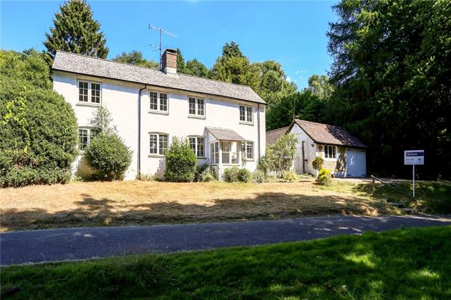 £1,795 per Calendar Month, 3 Bedroom Detached House To Rent in Haslemere, GU27