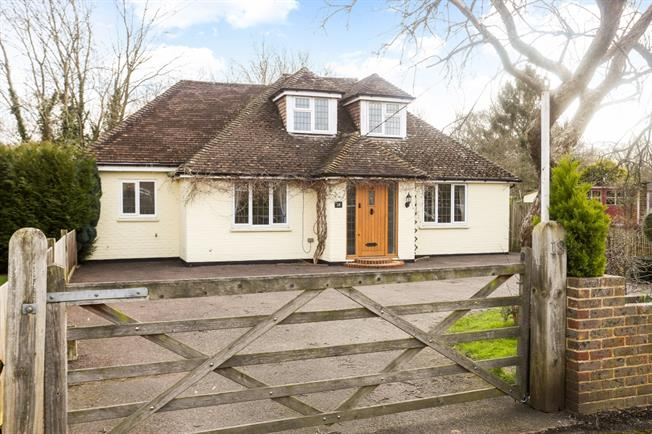 £2,699  per Calendar Month (Calculated), 4 Bedroom Detached House To Rent in Cranleigh, GU6