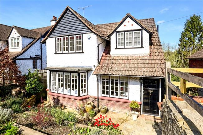£2,200 per Calendar Month, 3 Bedroom Detached House To Rent in Haslemere, GU27