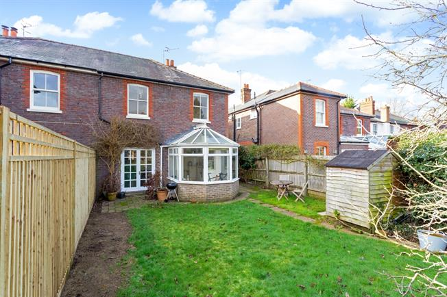 £1,995 per Calendar Month, 3 Bedroom Semi Detached House To Rent in Godalming, GU7