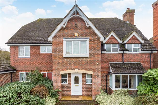 £2,750 per Calendar Month, 6 Bedroom Detached House To Rent in Guildford, GU3